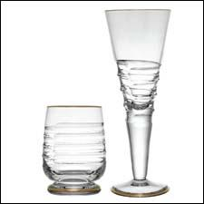 Le Gourmet pattern features a line of gold at the base and top of each glass.