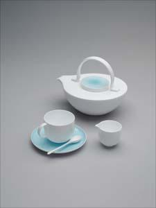 Voyage tea pot and cup