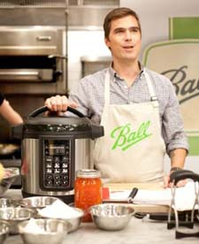 Hugh Acheson demonstrating the FreshTECH system