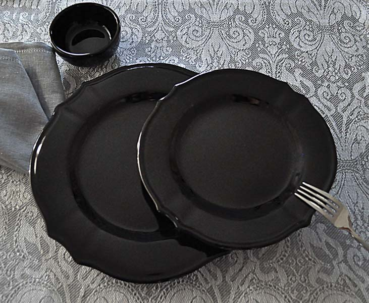 Barocco Nero dinnerware offers a classic  design with a contemporary twist­—black glaze. e-abbiamotutto.com
