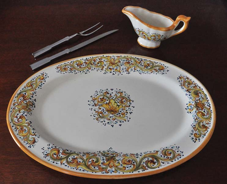 "The new Ornato collection (meaning ""ornate"" in Italian) includes several serving pieces. e-abbiamotutto.com"