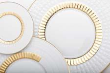 The Sublime White collection is now available in a shiny gold version. haviland.fr