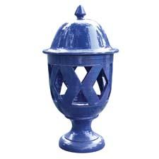 Abbiamo-Tutto has introduced large ceramic lanterns in black, cobalt, dark green, burgundy, taupe and yellow. e-abbiamotutto.com