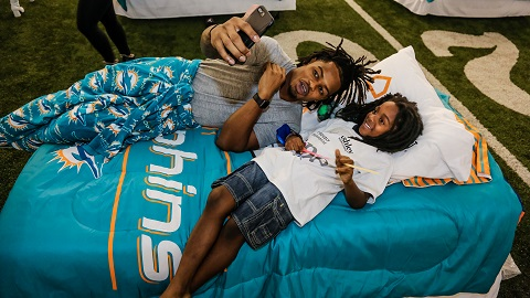 Miami Dolphin Bobby McCain And A Girl And Her New Bed Enjoy A Selfie Moment.